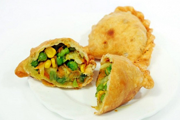 Вегетаріанські смажені Самоси з овочами і кеш'ю